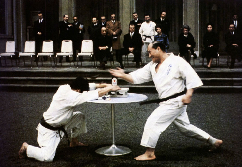 Masutatsu Oyama demonstrating a shute strike